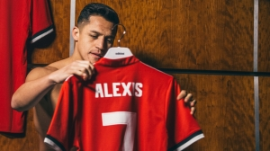 Alexis Sanchez Dons the Legendary Manchester United number 7 Shirt